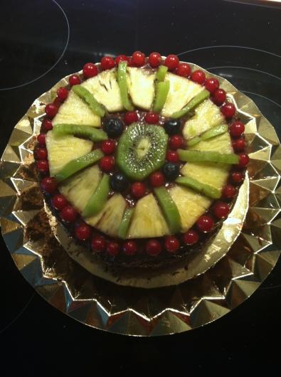 Bizcocho relleno de mermelada casera y frutas exóticas
